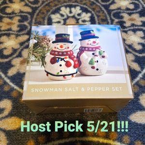 🎈2/$15 Host Pick! Snowman salt&pepper set